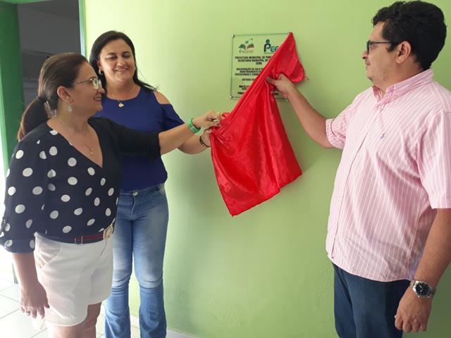 Prefeitura de Pimenteiras inaugura sala do PEGE e entrega veículo para a saúde
