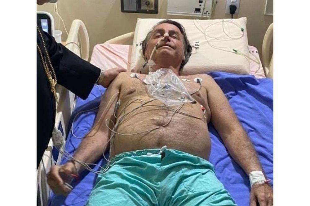 Bolsonaro é levado para SP devido a obstrução intestinal