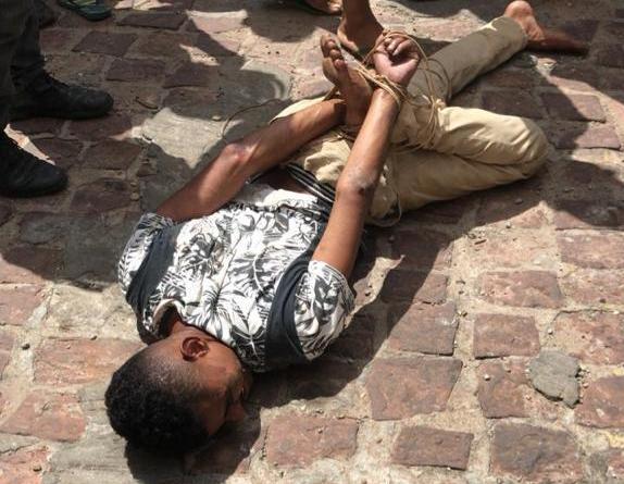 Vídeo: Populares prendem indivíduo após realizar uma onda de assaltos em Timon