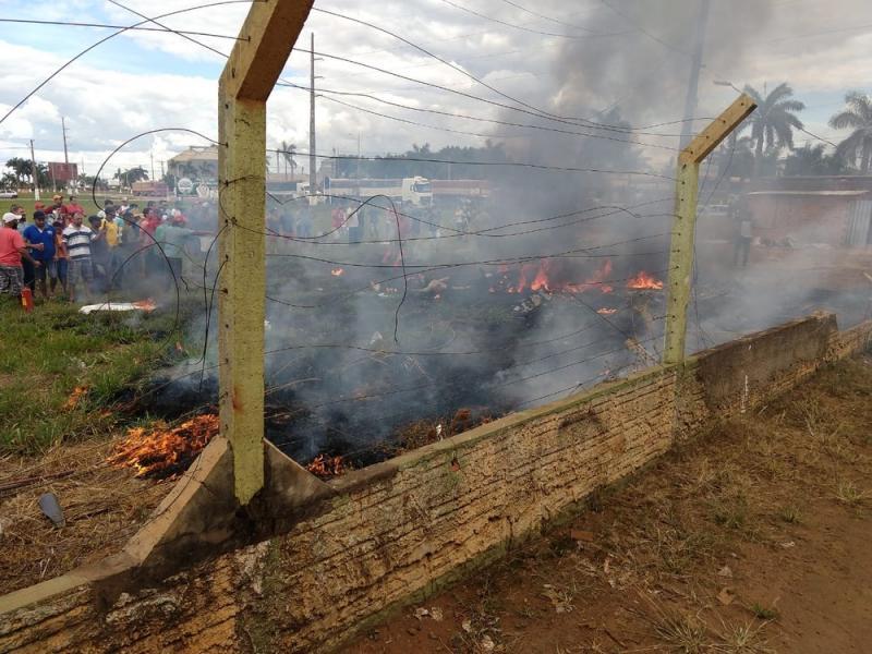 Vítima é arremessada e morre após avião cair e pegar fogo