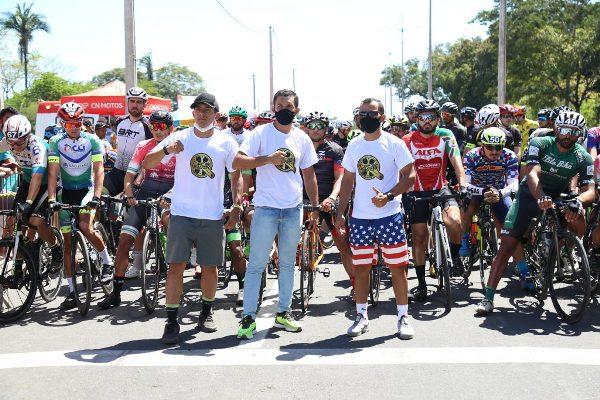 Timon larga na frente e sedia evento nacional de ciclismo esportivo