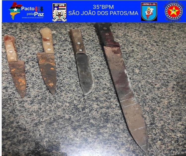 35º BPM conduz homem por invadir casa armado com facas e falcão