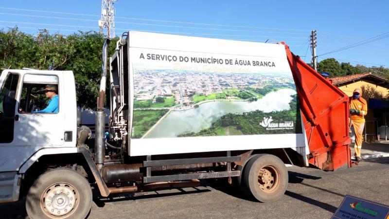 Município de Água Branca recebe reforço na coleta de lixo
