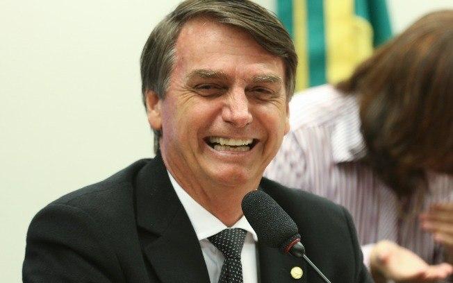 Bolsonaro é ovacionado por produtores rurais em feira agropecuária