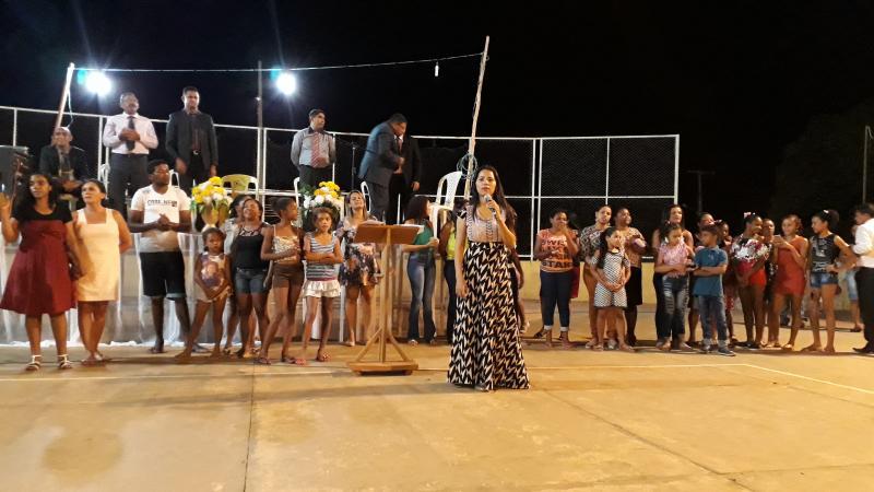 Cantora Stefhany esteve em Landri Sales e participou de um grande culto evangélico