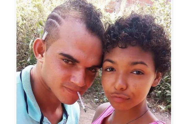 Maicon, que aparece na foto com um cigarro de maconha na boca e outro na orelha ao lado da vítima, após atingir a companheira ainda atirou em um sobrinho de Chaiane, que está internado no Hospital Geral de Grajaú.