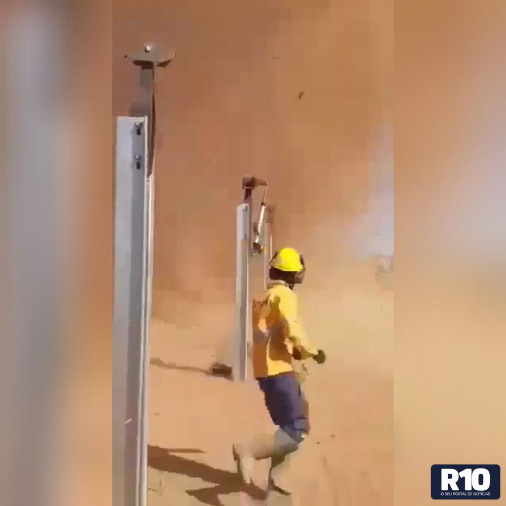 Redemoinho em poeira assombram operários em São Gonçalo do Piauí