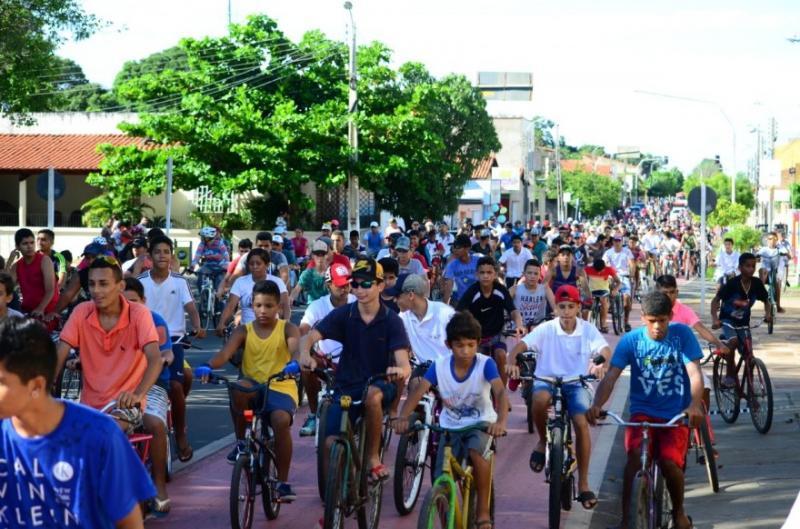 Prefeitura de Piripiri realiza passeio ciclístico pelo Dia do Trabalhador