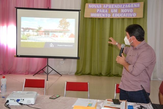 Prefeito de Ipiranga do Piauí apresenta para professores o projeto 'Nova Escola'