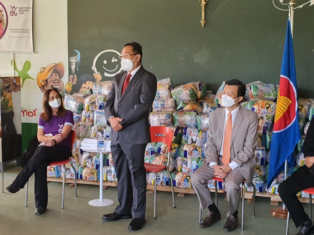 ASEAN comemora 54 anos com a doação de cestas básicas ao Instituto Doando Vida