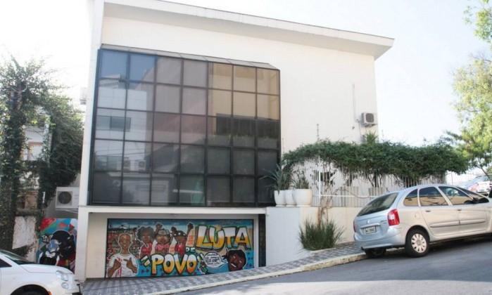 Com Lula preso, instituto faz vaquinha e organiza brechó para sobreviver