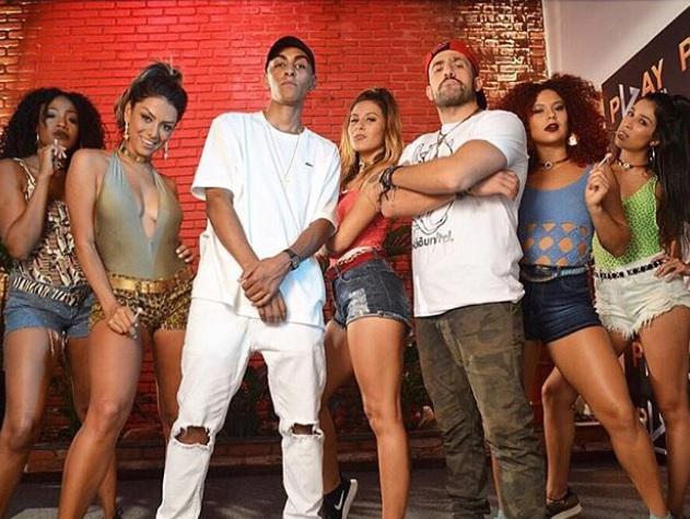 Kaysar aparece em clipe do cantor do hit 'Automaticamente' e fãs vão à loucura
