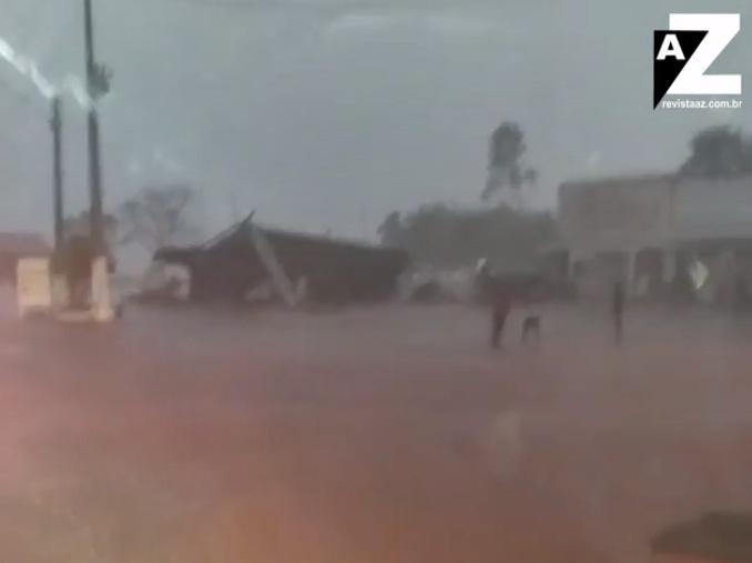 Chuva com vento forte derruba teto de posto de combustível no Piauí