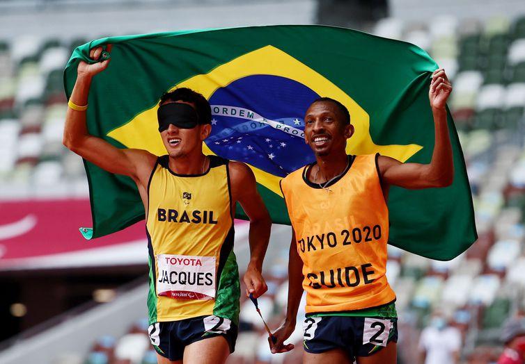 Yeltsin bate recorde mundial e conquista o 100º ouro paralímpico do Brasil