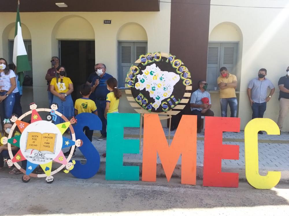 Desfile cívico marca comemoração do 7 de setembro em São Félix do Piauí; fotos