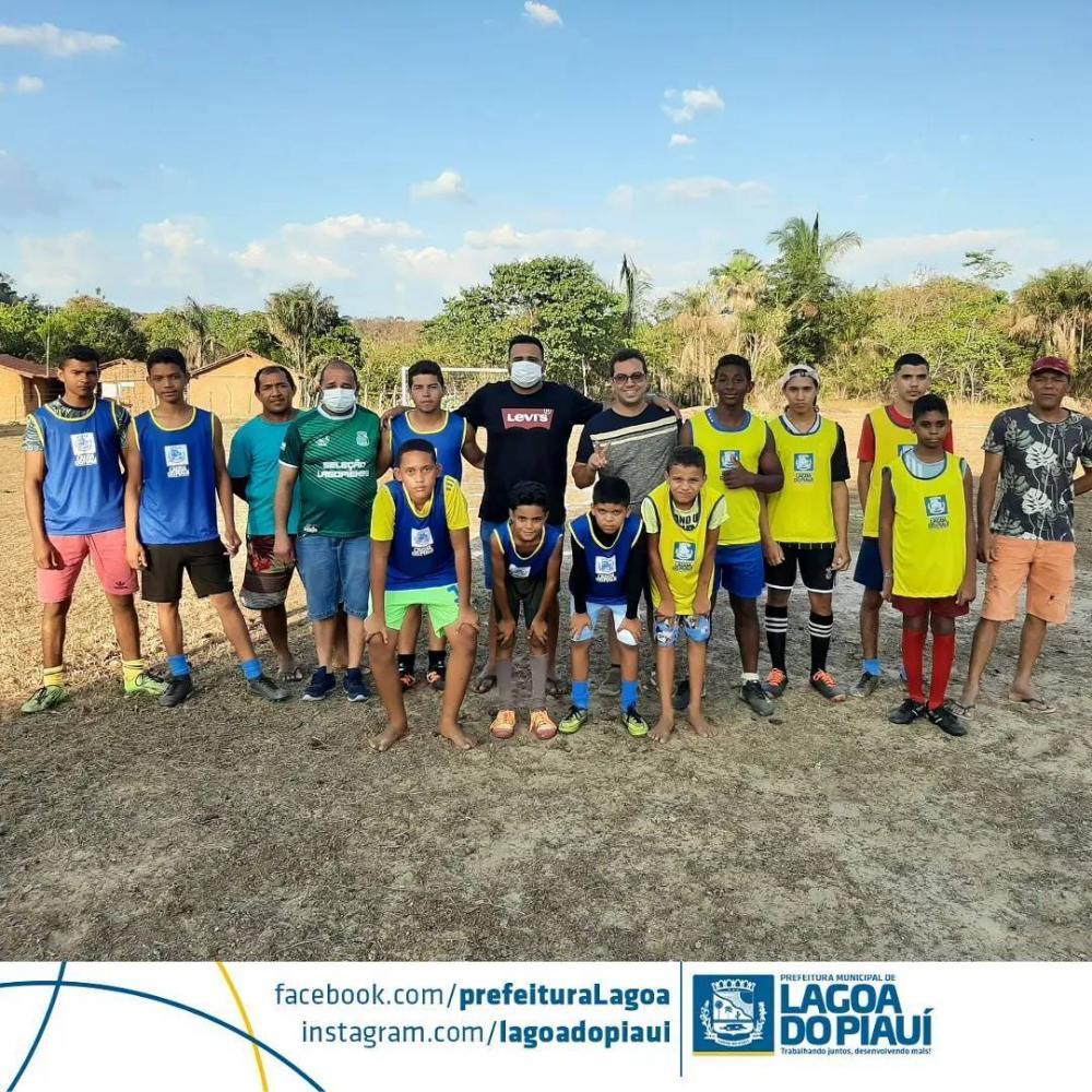 Prefeitura de Lagoa do Piauí entrega campo de futebol na Localidade Bomfim