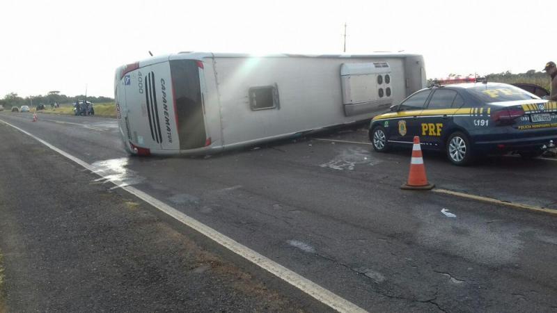 Acidente envolvendo ônibus e dois carros deixa nove mortos na BR-373
