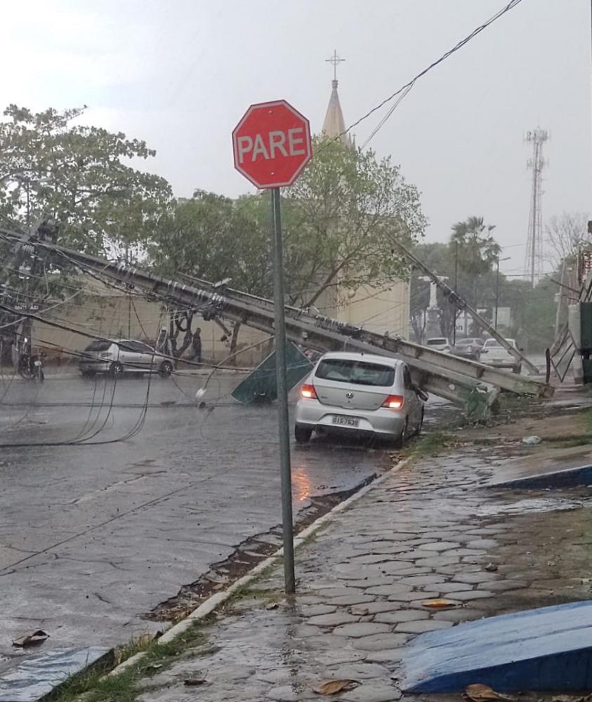 Temporal com vento forte deixa estragos em Timon