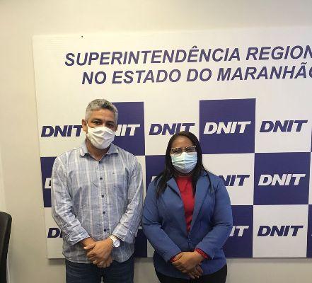 Vereadora DaLuz 7 Estrelas(PT) ladeada pelo superintendente regional do DNIT Glauco Henrique Ferreira da Silva