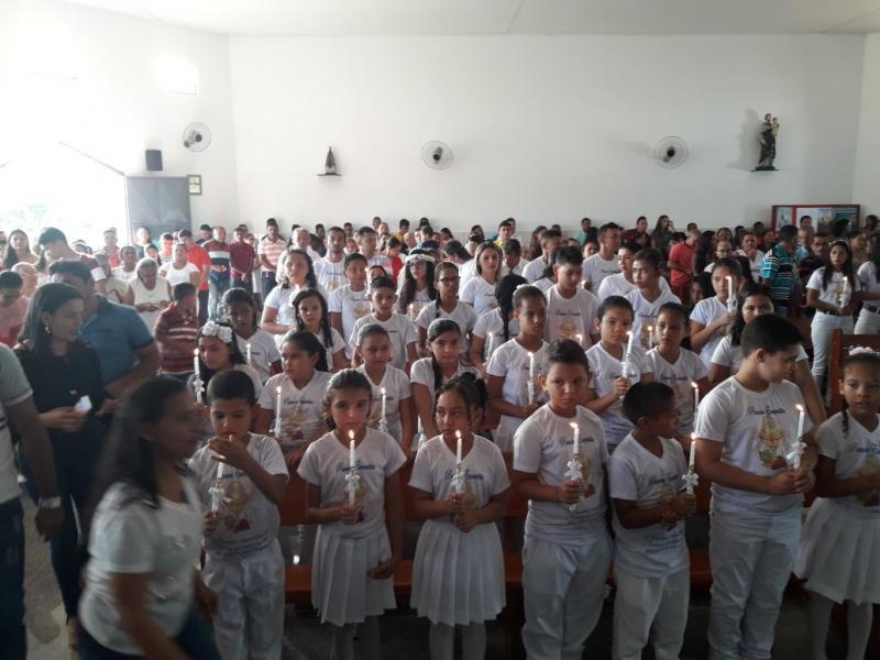Jovens e Adultos recebem I Eucaristia em Matias Olímpio