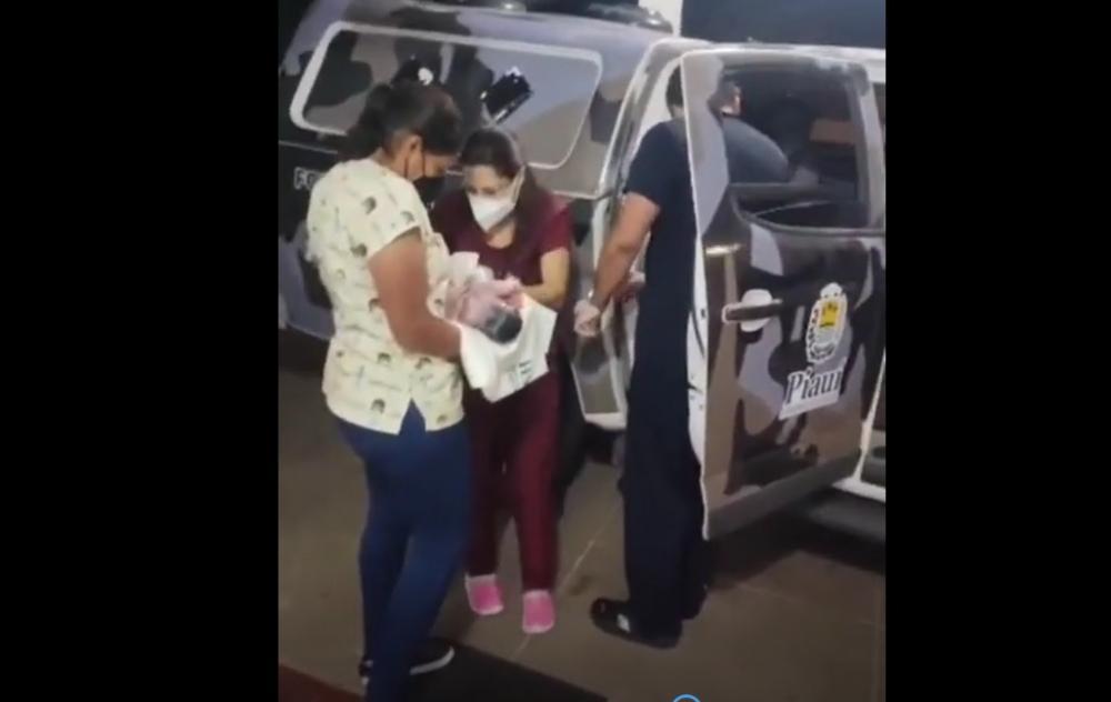 Vídeo: Adolescente da à luz dentro de viatura da Polícia Militar no Piauí