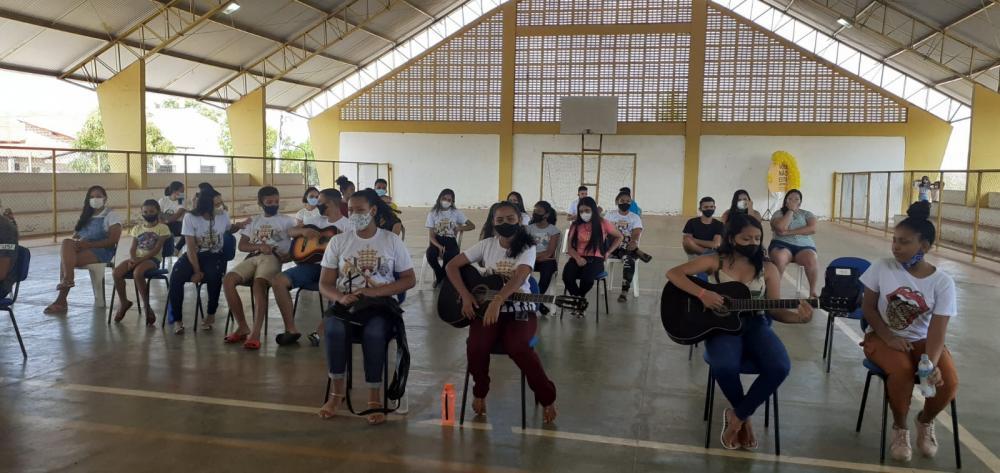 Prefeitura de Pau D'arco realiza roda de conversa com jovens do município