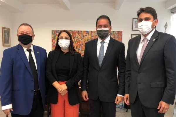 Acima da esquerda para a direita: Ex-prefeito Chico Leitoa, prefeita Dinair Veloso, senador Weverton Rocha e deputado federal Juscelino Filho durante encontro nesta semana em Brasília.