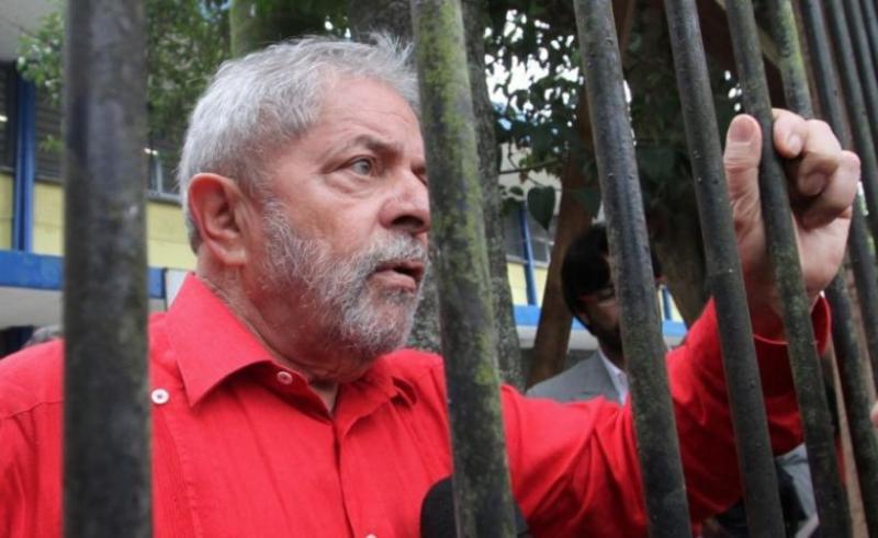 Ex-presidente Lula completa um mês na prisão