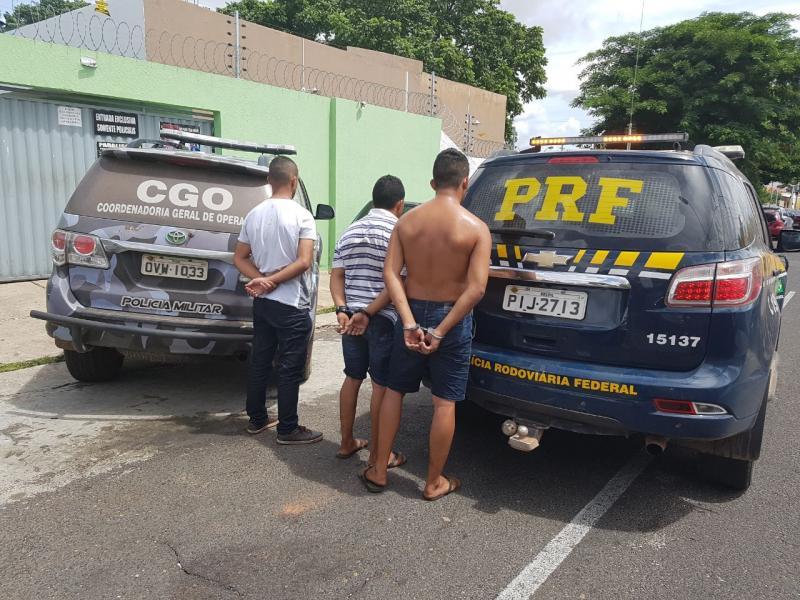 Trio é preso acusado de incendiar casa de agente da PRF