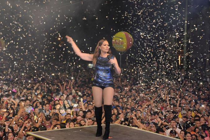 Paula Fernandes e Solange levam público recorde ao Sabor Maior