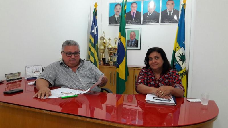Prefeito Dr. Alcione Barbosa realiza reunião com equipe de governo para trata da festa das Mães