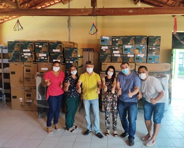 Prefeitura de Monsenhor Gil adquire aparelhos de ar-condicionado para escolas