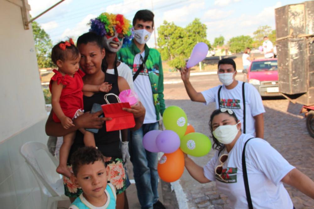 Projeto 'A Magia da Infância' leva alegria para crianças em Ipiranga do Piauí