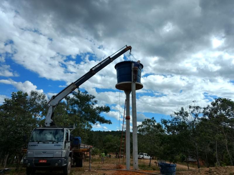 Prefeitura estrutura sistema de abastecimento de água em comunidade rural