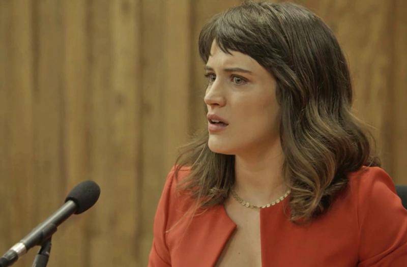 O Outro Lado do Paraíso: Clara não consegue se conter no julgamento