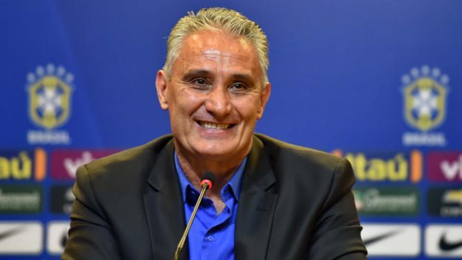 Tite tem o segundo maior salário entre os técnicos da Copa