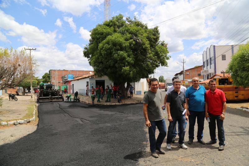 Prefeitura inicia pavimentação asfáltica no centro de Monsenhor Gil