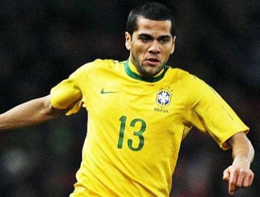 Daniel Alves está fora da Copa do Mundo, confirma CBF
