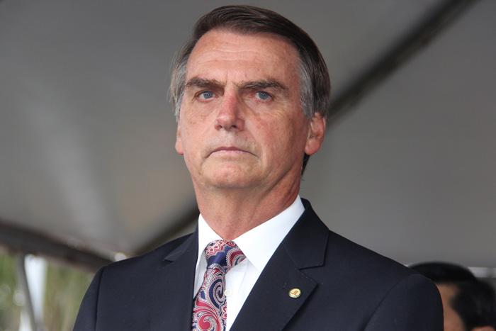 Bolsonaro compara execuções da ditadura a 'tapa no bumbum do filho'