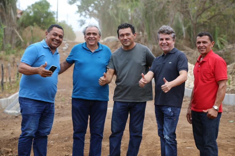 Comunidade Baixa Grande recebe Calçamento e Campo de Futebol