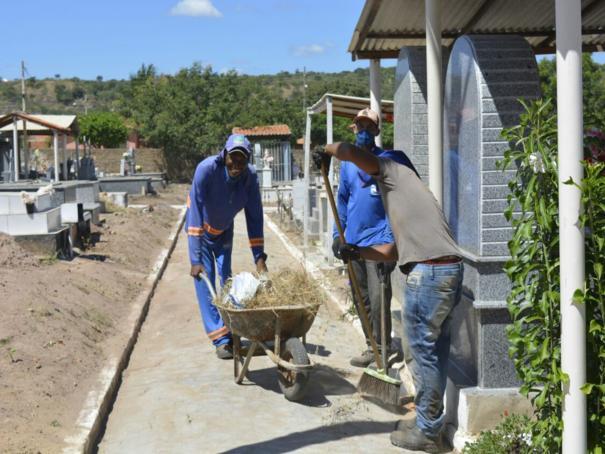 Prefeitura reforça serviços de limpeza e manutenção nos cemitérios de Oeiras