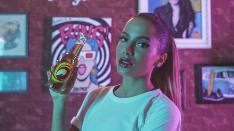 Anitta ganha 'maioridade' para anunciar cerveja e vira embaixadora da Skol