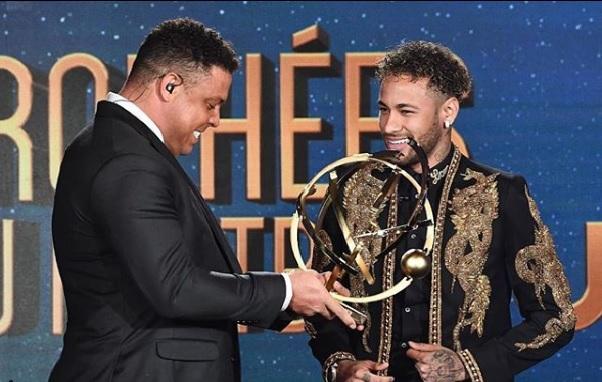 Neymar é eleito o melhor jogador do Francês e evita comentar se fica no PSG