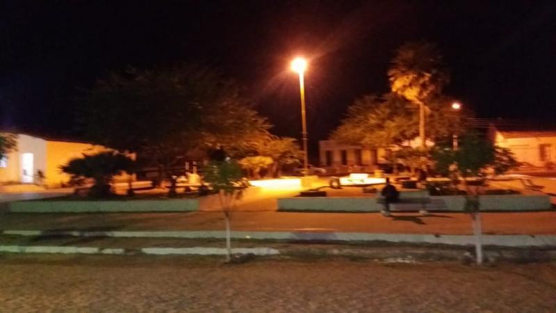 Prefeitura de Cristino Castro instala mais de 200 lâmpadas de LED no município