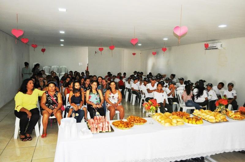 Pelotão Mirim de Avelino Lopes faz homenagem às mães
