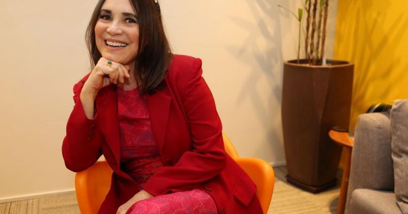 Regina Duarte tem briga feia com diretor e promete se vingar