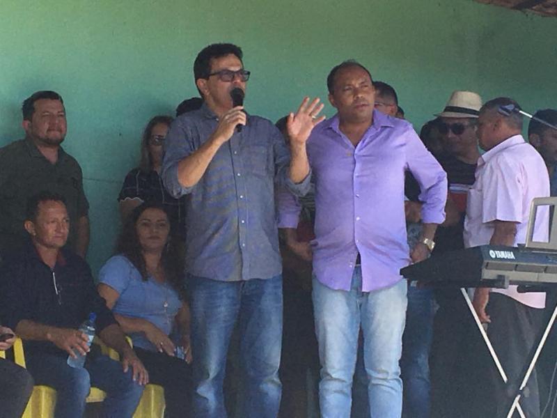 Zé Santana entrega ambulância e UBS em Pavussú