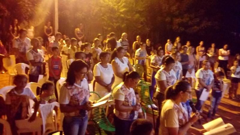 Católicos prestigiam a segunda noite do festejo de Santa Rita em Santa Filomena