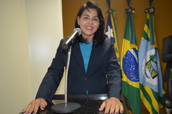 Vereadora Surama Martins (DEM) destaca sua alegria com festa das mães e do Evangélico