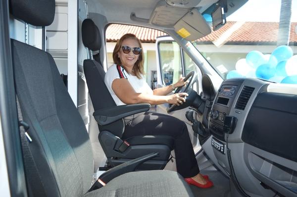 Prefeita Neidinha Lima realiza entrega oficial de nova ambulância para o SAMU de Guadalupe